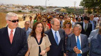 Chaves inaugura en Chiclana el puente sobre el río Iro