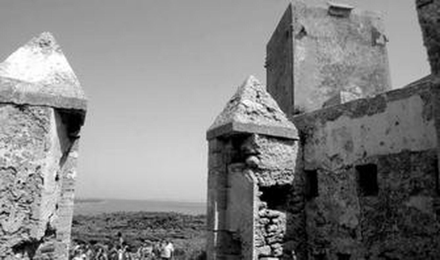 Costas adjudica por fin la recuperación del islote y del castillo de ...