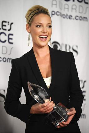 Katherine Heigl recibió el premio por la actriz favorita de comedia por '27 vestidos'.  Foto: Agencias