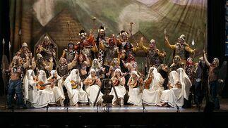 El coro de Cárdenas, al estilo de Braveheart con Los celtas largos y con boquilla.  Foto: Lourdes de Vicente