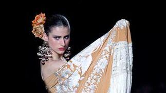 """Colección """"Capote de Grana y Oro""""  Foto: J.M./V.M."""