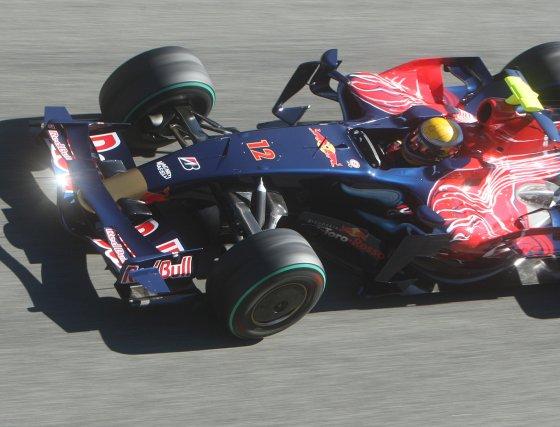 El Toro Rosso de Sebastian Buemi brilló en una jornada soleada.  Foto: J. C. Toro
