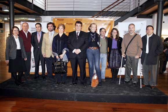 Parte de la Corporación Municipal posa con los integrantes de la Delegación de Diario de Cádiz  Foto: Andres Mora