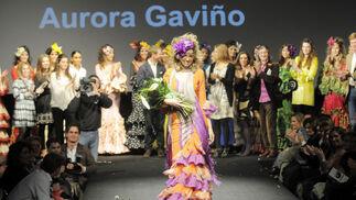 Esther Caballeros recibe el aplauso de los asistentes tras recibir el premio Hedonai al 'Mejor Cuerpo'  Foto: M. Aranda