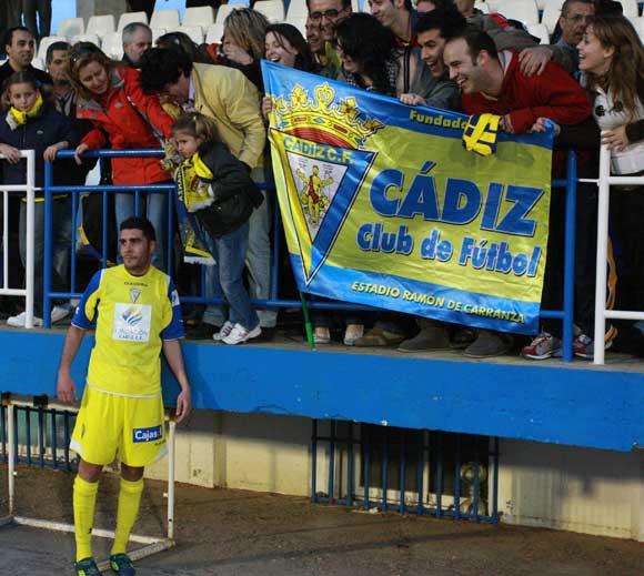 El ánimo de los seguidores amarillos no decayó a pesar del mal resultado.  Foto: LOF