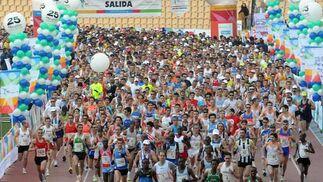 Pistoletazo de salida del XXV Maratón Ciudad de Sevilla, desde el Estadio Olímpico de Sevilla.  Foto: Juan Carlos Vázquez