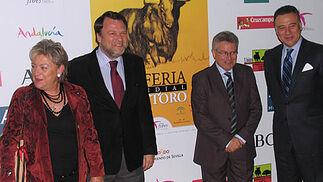 El alcalde inauguró la La IX edición de la Feria Mundial del Toro.   Foto: Victoria Ramírez