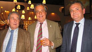 José Antonio Núñez, Carlos Ariza y José María Astolfi, presidente y consejeros de Jamones Lazo.  Foto: Victoria Ramírez