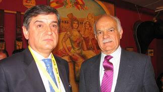 José Ignacio García y Eduardo Martín-Peñato, presidente de la Asociación de Ganadería de Lidia.  Foto: Victoria Ramírez