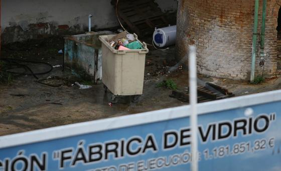 Contenedor que porta la basura de los okupas.  Foto: Victoria Hidalgo