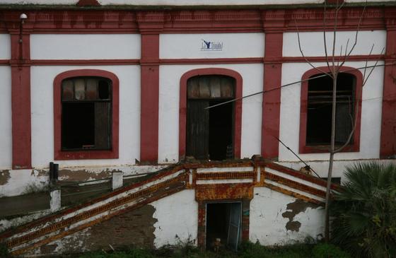 Detalle de la fachada de la antigua Fábrica de Vidrios.  Foto: Victoria Hidalgo
