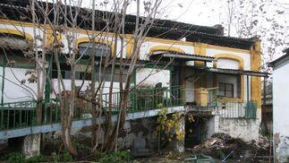 Imagen que muestra el deterioro de la antigua fábrica.  Foto: Victoria Hidalgo
