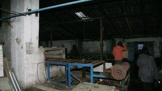 Resto de las máquinas con las que se fabricaba el vidrio durante los años de funcionamiento de dicha factoría.  Foto: Victoria Hidalgo