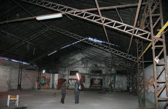 Una de las naves de la fábrica okupada.  Foto: Victoria Hidalgo