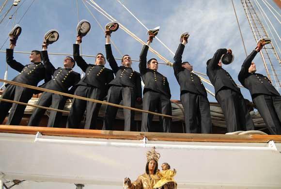 San Fernando despide en el Arsenal de La Carraca al buque escuela de la Armada, que partió de forma excepcional en uno de los primeros grandes actos conmemorativos del 2010  Foto: Javier Gonzalez