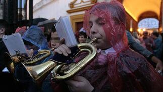Las cornetas anuncian la salida del Heraldo Real.  Foto: Juan Carlos Muñoz