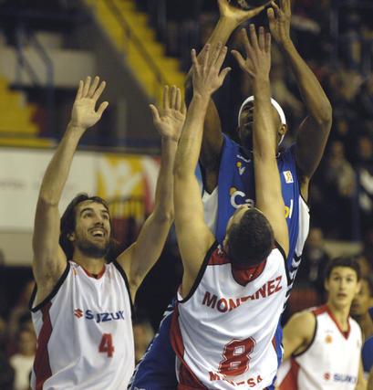 Ager se levante ante Jordi Grimau y Montáñez.  Foto: Manuel Gómez