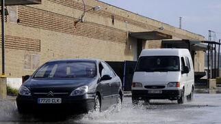 Algunas zonas de la ciudad han acumulado grandes cantidades de agua.  Foto: J. C. Vázquez, B. Vargas y A. Pizarro