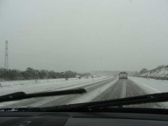 Nieve en Guillena a la altura de Las Pajanosas, en la A-66.  Foto: Javi Falero