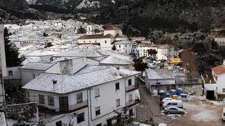 La primera nevada del año desplomó los termómetros y dejó a la población de la Sierra tiritando  Foto: Ramon Aguilar