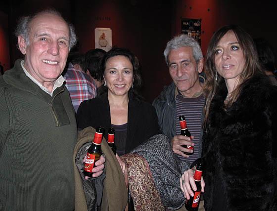 Carlos Álvarez-Novoa, ganador del Goya al mejor actor revelación en 1999 por 'Solas'; Carmen Dorado, y los actores Carlos Sánchez y Ana Ruiz.  Foto: Victoria Ramírez