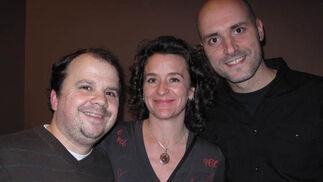 Ángel Arispón (jefe técnico), Charo Casado (mánager) y Fernando Fabiani (director), de la compañía Síndrome Clown.  Foto: Victoria Ramírez