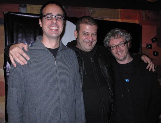 El director de cine, de casting y de escena Julio Fraga (centro), con Elías Sevillano y Ángel López, directores de la Sala Cero Teatro.  Foto: Victoria Ramírez