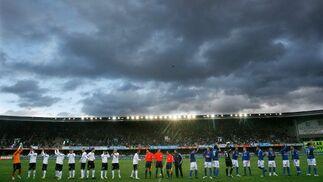Las nubes negras previas al partido auguraban la ingente cantidad de agua que cayó posteriormente.   Foto: Pascual
