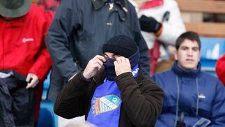 El frío hizo que muchos se cubrieran completamente, de otra forma, mantener el tipo era francamente difícil  Foto: Pascual