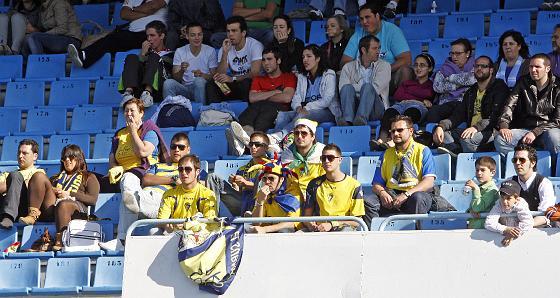 Varios aficionados cadistas desplazados a Vigo.   Foto: LOF