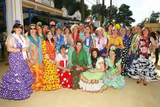 Un año más un grupo de mujeres de Las Angustias visita la caseta de Diario de Jerez.  Foto: Vanesa Lobo