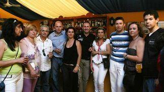 Algunos trabajadores del restaurante El Chiqui también se pasaron por la caseta de Diario de Jerez para disfrutar de una agradable jornada.   Foto: Vanesa Lobo