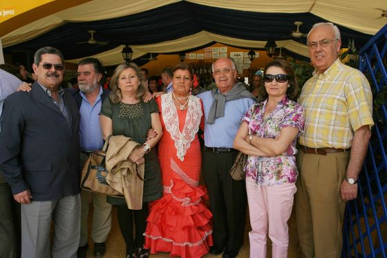 El consiliario Eliodoro Arroyo junto a miembros de los Equipos de Nuestra Señora.  Foto: Vanesa Lobo