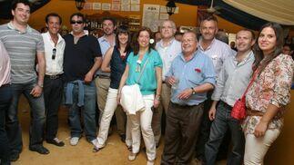 Algunos trabajadores de la plantilla de Holcim disfrutaron de la jornada en la caseta del Diario junto a Marisa López, del departamento comercial.   Foto: Vanesa Lobo