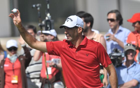 El gaditano Álvaro Quirós se alzó, con once golpes bajo par, con el Open de España de golf, celebrado en Sevilla. Tras desempatar con el inglés James Morrison, Quirós puso fin a la sequía ganadora de los golfistas españoles desde el año 2002.   Foto: Manuel Gómez