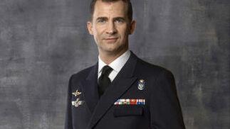 El Príncipe de Asturias, vistiendo el uniforma de la Marina.