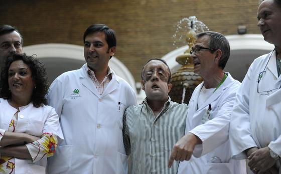 Rafael, con parte del equipo médico.  Foto: Juan Carlos Vázquez