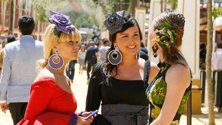 El colorido y las mujeres guapas, a la vista queda, son algunos de los atractivos de la Feria del Caballo.  Foto: Pascual