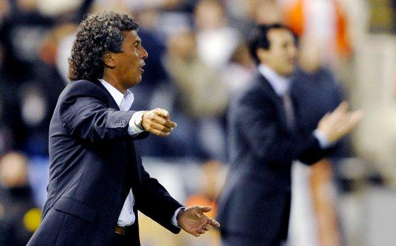 La derrota del Xerez en Valencia, que llegó a ir cero a uno en el marcador, deja al equipo azulino prácticamente sin opciones de mantener la categoría  Foto: efe