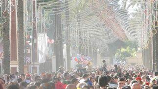 El público abarrota el paso.  Foto: Pascual