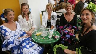 Flora Balbontín, Cati Ulibarry, Pilar Domínguez, Carmen Sifferle y Paqui Lucero.  Foto: Vanesa Lobo