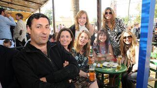 Diego Joly con Carmen Moreno, Ángela Benavente, Sonia Viloca, Macarena Rubio, María José Ramírez y Luisa Mendizábal.  Foto: Manuel Mateo