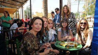 Carmen Moreno, Ángela Benavente, Sonia Viloca, Macarena Rubio, María José Ramírez y Luisa Mendizábal.  Foto: Manuel Mateo