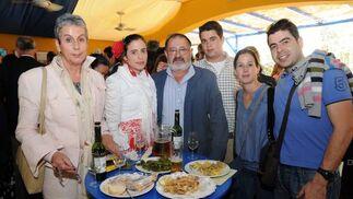 Luisa Castrillón, Ana de la Sierra, Luis de la Sierra, padre e hijo, Judith Windt y Ricardo Orquín Castrillón.  Foto: Manuel Mateo