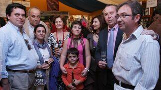 Cristóbal Sánchez Quintana, gerente de Linesur, con algunos familiares y el director comercial Benjamín Sánchez.  Foto: Vanesa Lobo