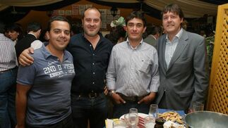 Los redactores del Diario Jorge Miró y Ángel Espejo, junto a Paco Morilla, director de Seryman, y Juan Luis Pérez, comercial del Diario.  Foto: Vanesa Lobo