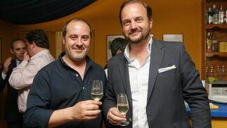 El redactor de Diario de Jerez Ángel Espejo, junto a Bosco Torremocha, director de Fedejerez.  Foto: Vanesa Lobo