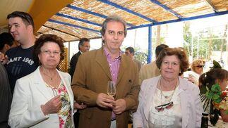 Domingo Martínez, director de la Escuela de Arte, con algunos familiares.  Foto: Manuel Mateo