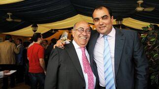 El hostelero Faustino Rodríguez junto al Director de Diario de Jerez, David Fernández.  Foto: Manuel Mateo