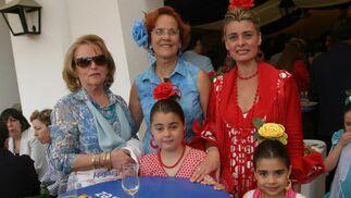 Carmen Fernández, Charo Borrego, Inma Malvido y sus hijas, Sara y Carla Fernández.  Foto: Vanesa Lobo